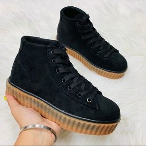 Black high top chunky sneaker